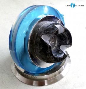 Dopo l'iniezione dell'Alloy liquido, il supporto metallico aderisce perfettamente alla parte concava della lente